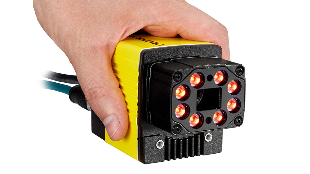 Cognex DataMan 470 held by hand