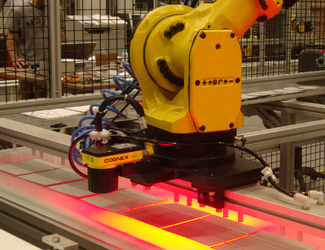 Gorosabel Ikusmen in-sight 5705 robot arm red inspection with operator