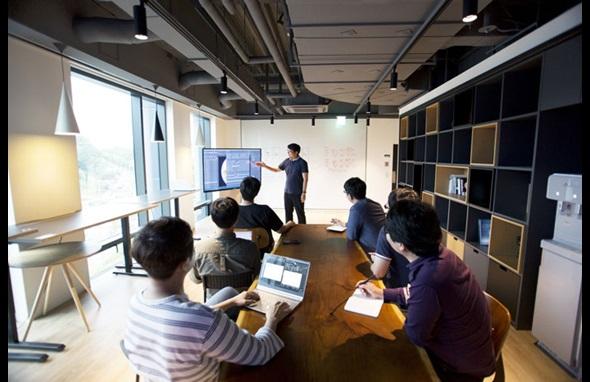 Das Ingenieurteam von SUALAB bei der Arbeit