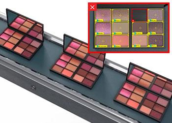 Kits de maquiagem sendo inspecionados quanto a defeitos