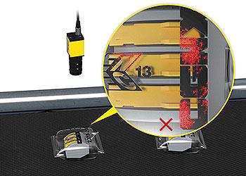 Sistema de visão inspecionando um produto com embalagem clara