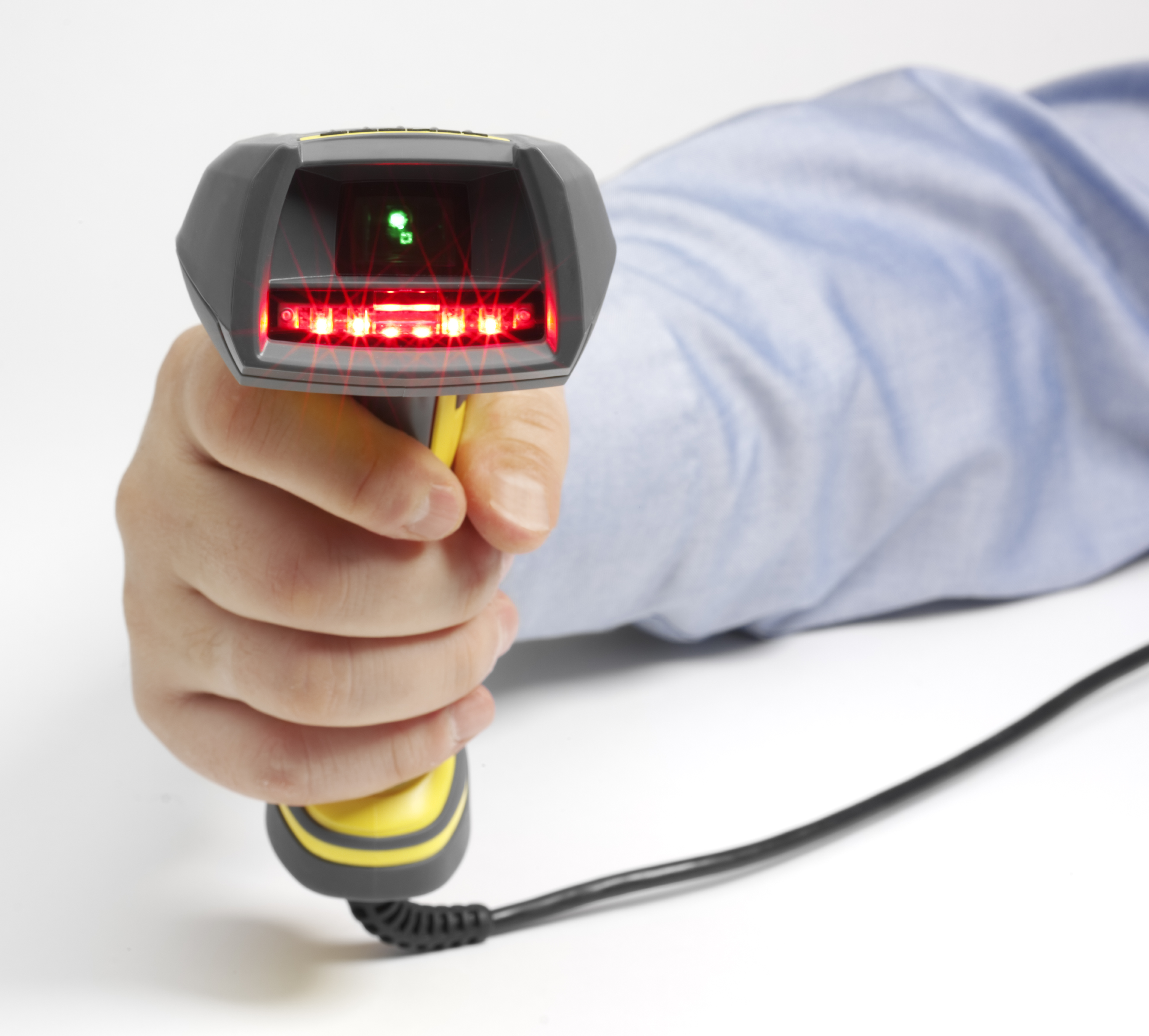 male operator scanning with Dataman 8050 handheld reader red light