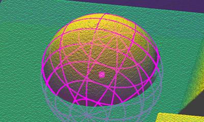 Extract Sphere3D 비전 툴은 부품의 기하학적 구조를 이용해 위치를 찾고 해당 부품의 구면 부분을 측정합니다.