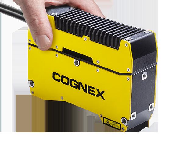 In-Sight 3D-L4000 비전 시스템은 왼손으로 가볍게 잡을 수 있습니다.