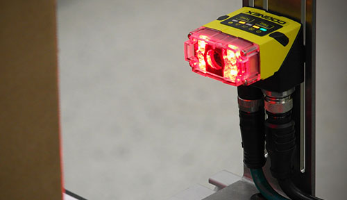 In-sight 2000 mini right angle mounted with red light
