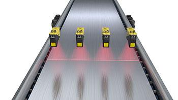 Surface wrinkle detection on conveyor belt using four DS1000 displacement sensors