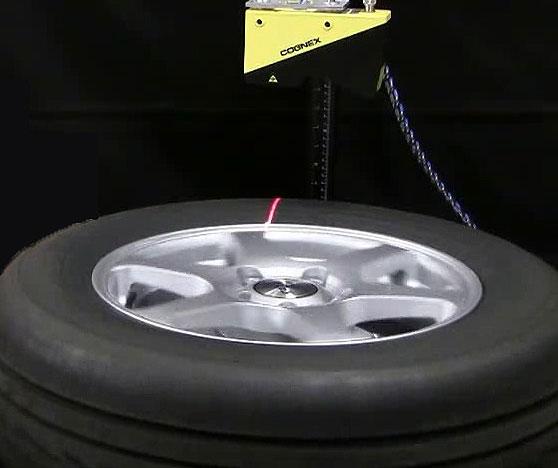 DS1000 laser displacement sensor scanning tire for 3D image